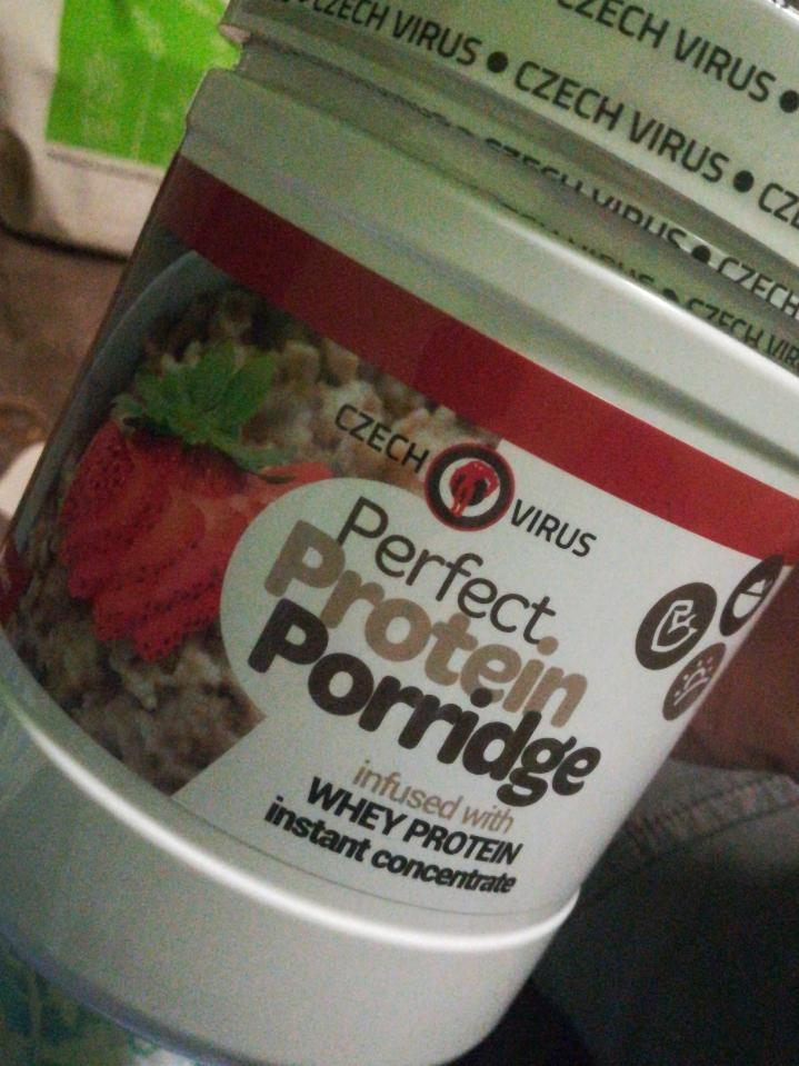 Fotografie - Perfect protein porridge strawberry heaven Czech Virus