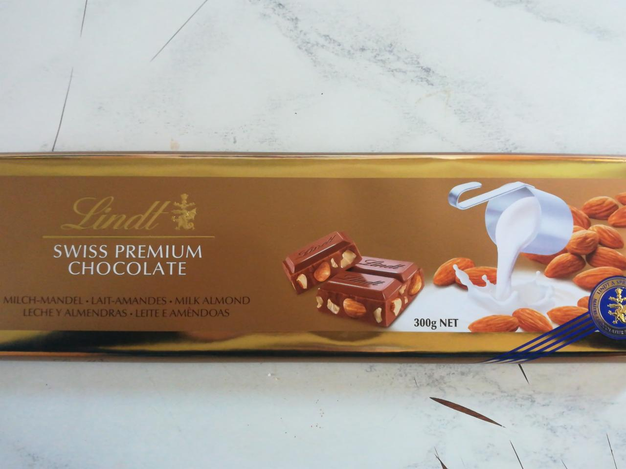 Fotografie - Swiss Premium Milk Chocolate With Whole Roasted Almonds Lindt