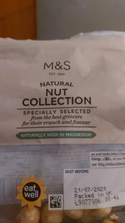 Fotografie - natural nut collection Marks & Spencer
